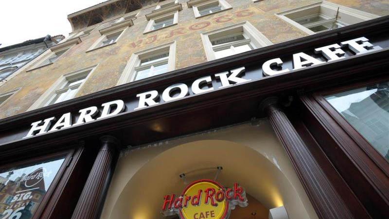 Hard Rock Café Praha se ukrývá pod domem U Rotta
