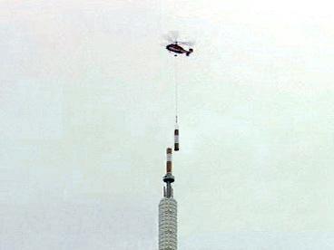Transport druhé části analogové antény z žižkovského vysílače