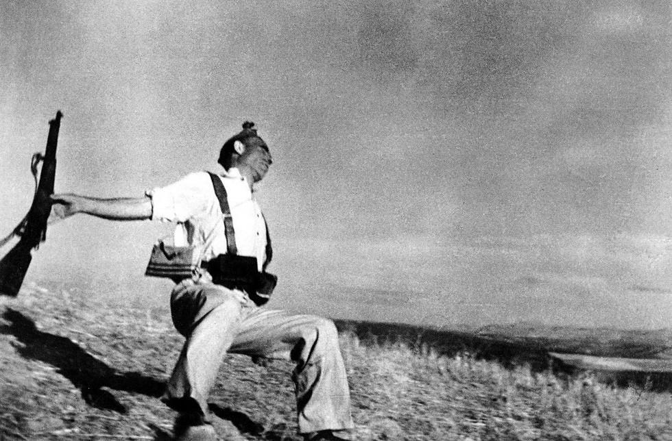 Robert Capa: Padající voják