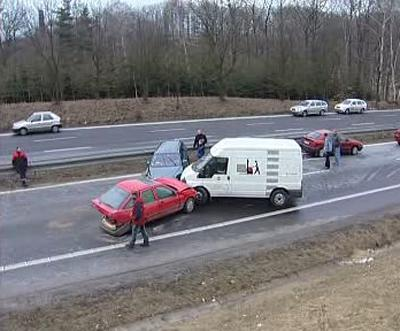 Hromadná nehoda na silnici u Liberce