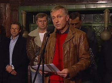 Premiér Topolánek sděluje závěry grémia