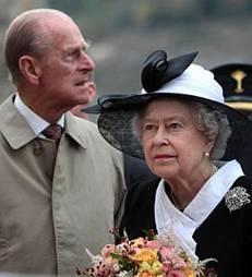 Britská královna Alžběta II. se svým manželem princem Philipem
