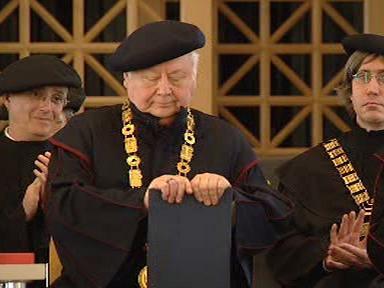 Oleg Tabakov přebírá čestný doktorát