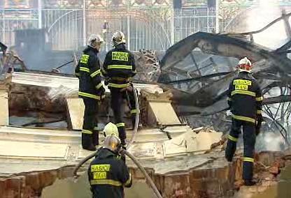 Dohašování požáru v Průmyslovém paláci