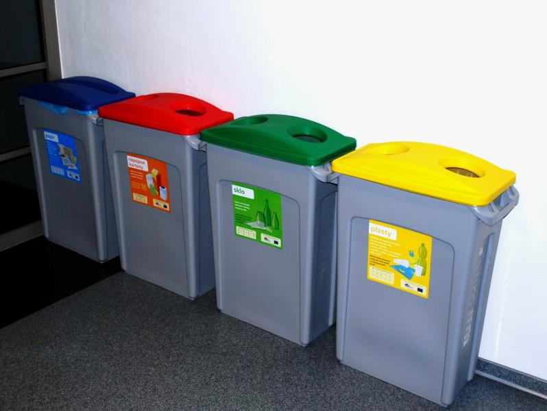 Recyklační nádoby pro školy