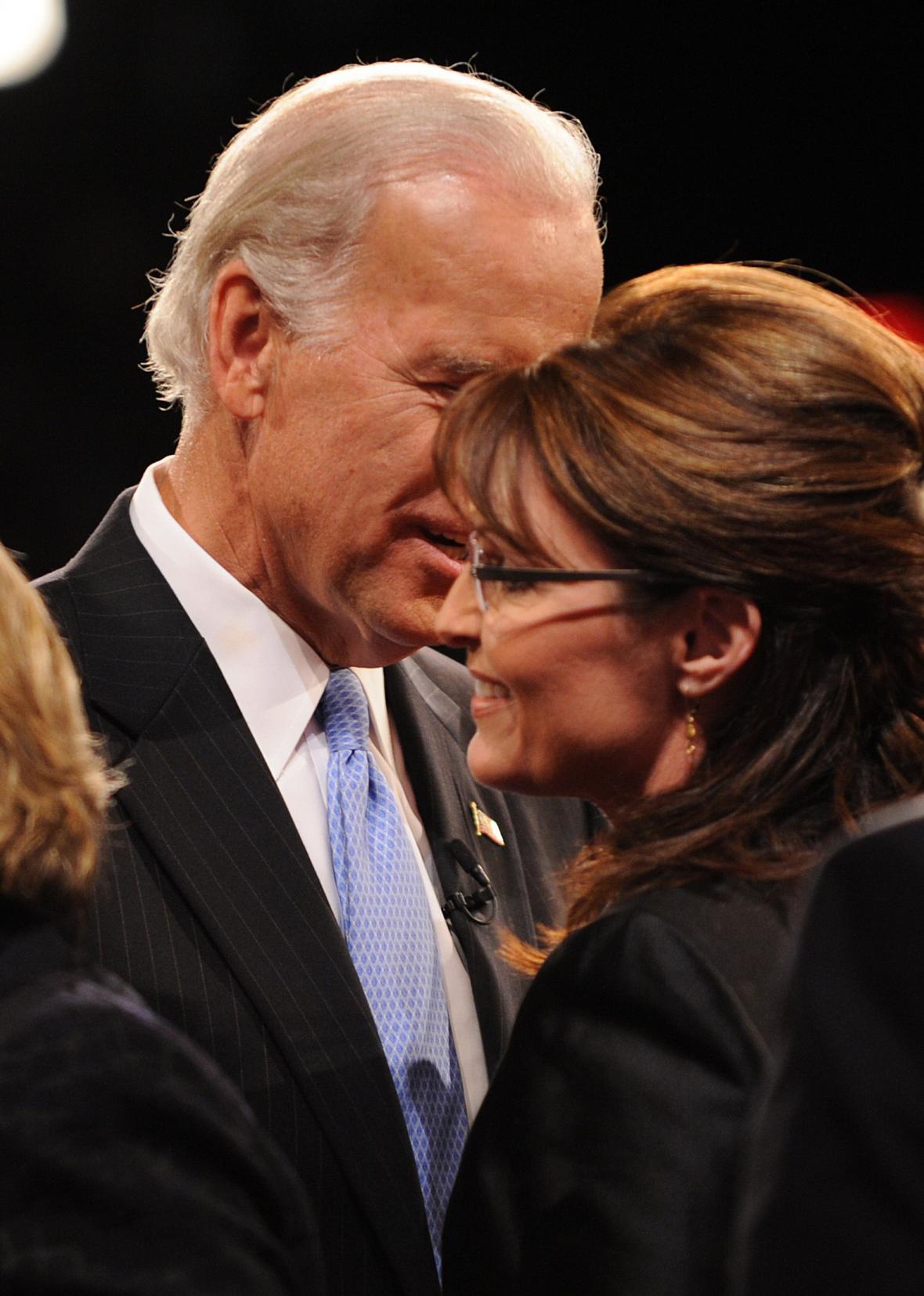 Joe Biden a Sarah Palinová po televizní debatě viceprezidentských kandidátů