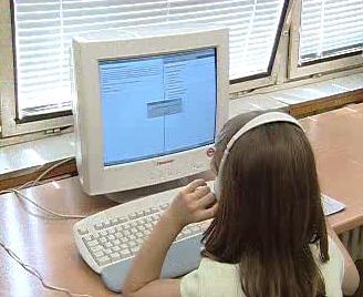 Školačka u počítače