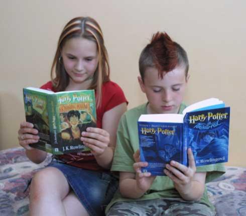 Děti čtou knihy