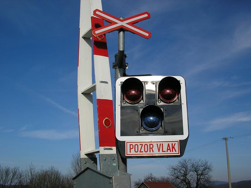 Semafory na železničním přejezdu