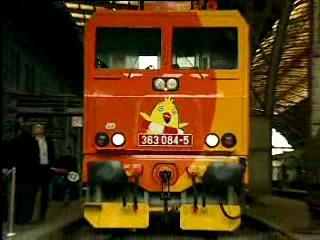 Lokomotiva s logem sbírky Pomozte dětem