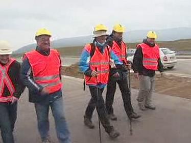 Exministr Šimonovský na pochodu po nedostavěné dálnici D47