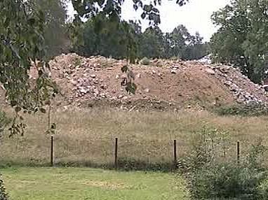 Nahromaděný odpad nedaleko severočeského Vesce