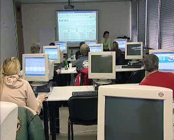 Nezaměstnaní v počítačové učebně