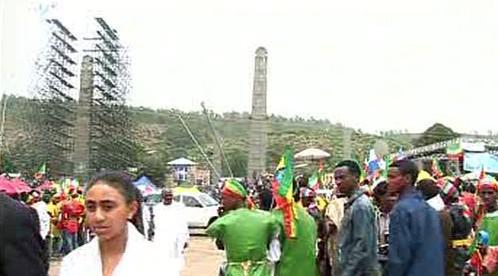 Slavnostní odhalení aksumského obelisku