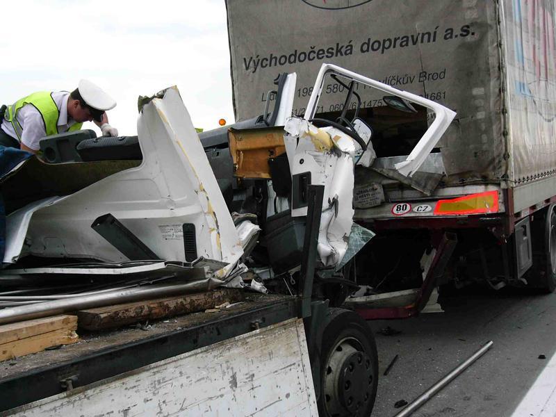 Havárie kamionů