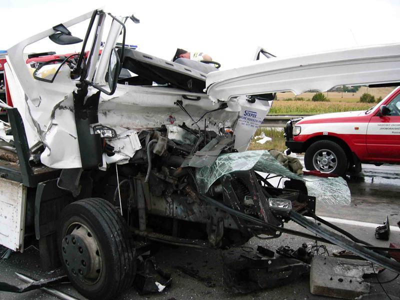 Vrak kamionu po nehodě