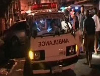 Ambulance nakládá raněné