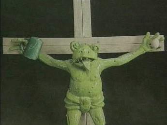 Socha ukřižované žáby