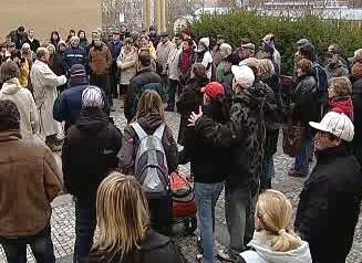 Demonstrující karlovarští občané