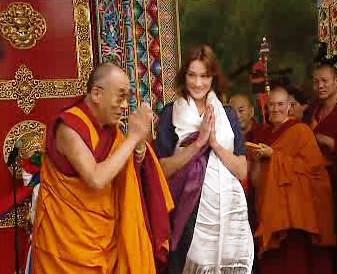 Dalajlama s Carlou Bruni-Sarkozyovou