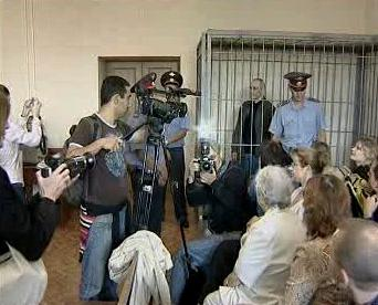 Chodorkovskij zůstal za mřížemi i během soudního jednání