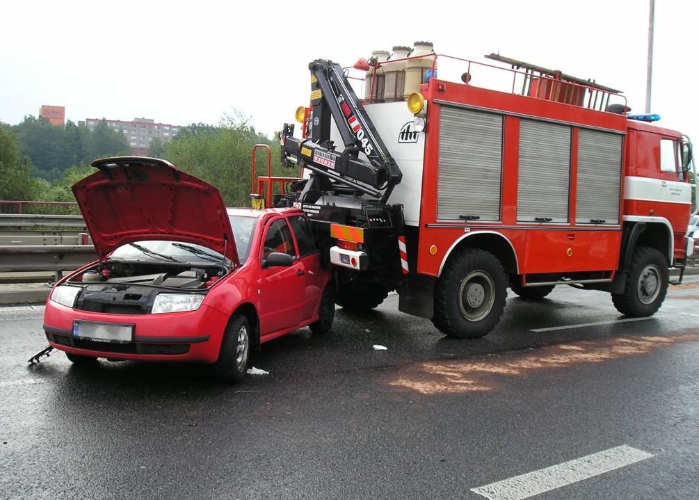 Nehoda hasičů a škodovky