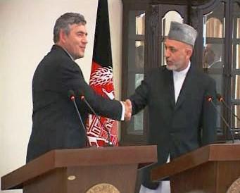 Gordon Brown s Hamídem Karzáím