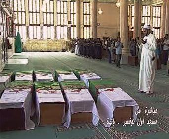 Rakve s mrtvými po alžírském atentátu