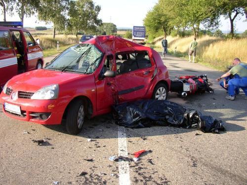 Srážka motorky a osobního auta