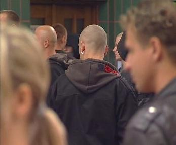 Příznivci Dělnické strany na hradeckém nádraží
