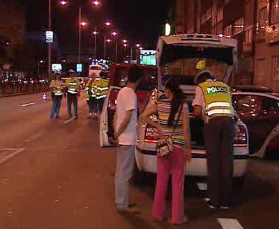 Policisté kontrolují řidiče