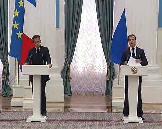 Francouzský prezident Nicolas Sarkozy a jeho ruský protějšek Dmitrij Medveděv