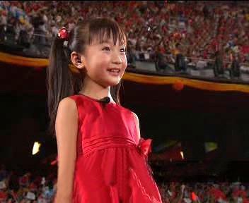 Malá pěvkyně na olympijském stadionu