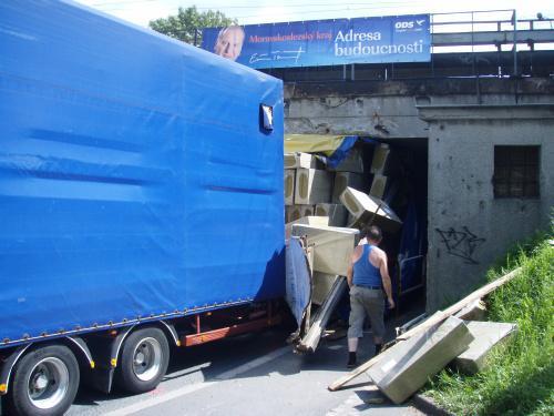 Zaklíněný kamion