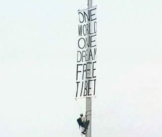 Plakát vyzývající ke svobodě Tibetu