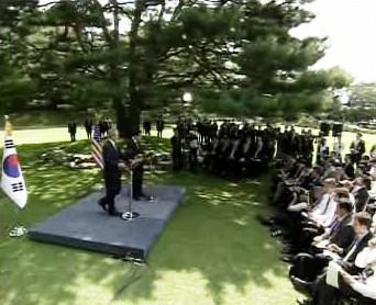 Brífink George Bushe a I Mjong-baka