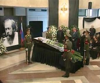 Rakev s ostatky Alexandra Solženicyna