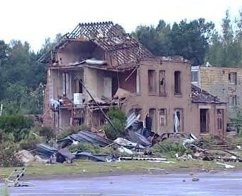 Jeden ze zřícených domů v Hautmontu