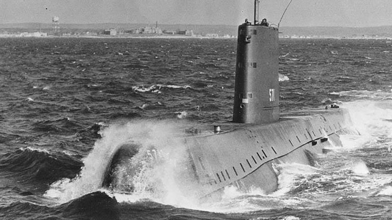 Nautilus při zahájení ponoru