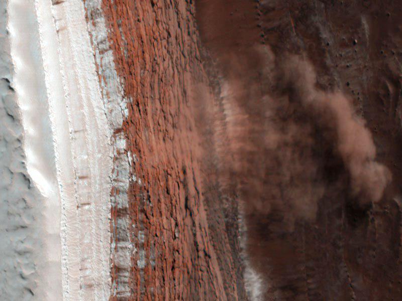 Sondou sledovaný sesuv půdy na Marsu