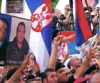 Demonstrace na podporu Karadžiče