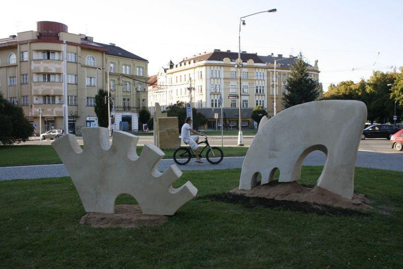 Skulptury z hořického sochařského sympozia 2008