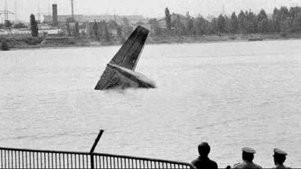 Zřícení letadlla do jezera Zlaté piesky