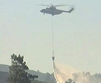 Helikoptéra hasí požár