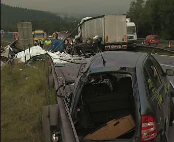 Hromadná srážka na dálnici