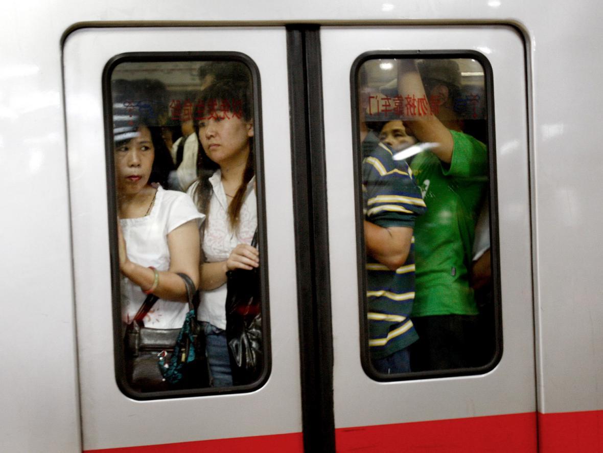 Pekingské metro nezvládlo nápor cestujících