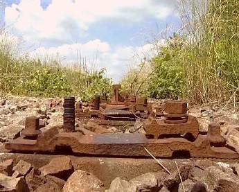 Zloději šrotu kradou železniční mosty i koleje