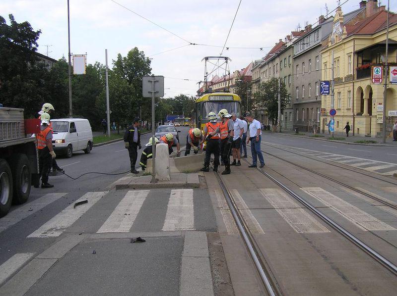 Beton blokoval tramvaje v Plzni
