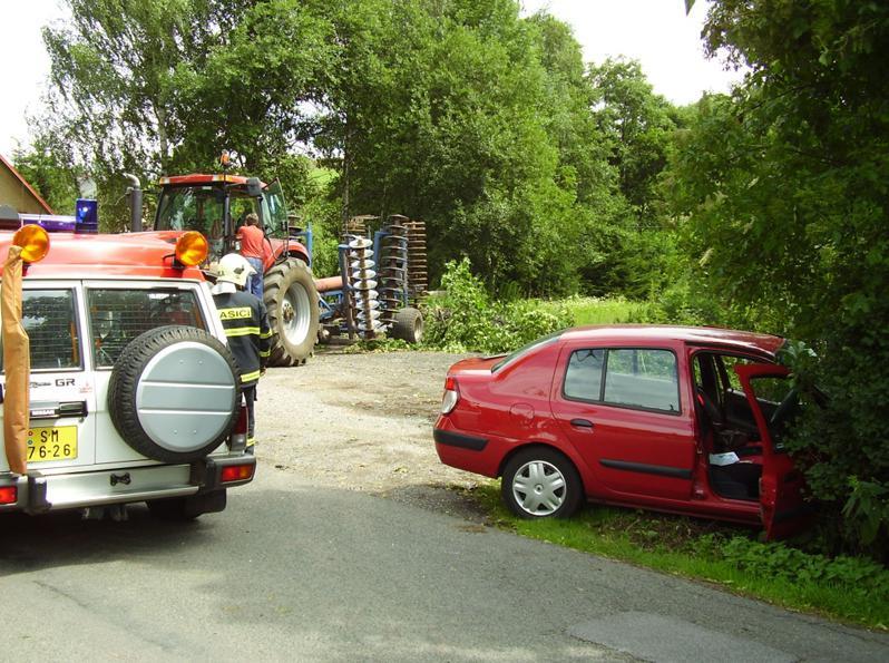 Srážka traktoru s osobním autem