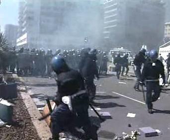 Zásah policie proti demonstrantům